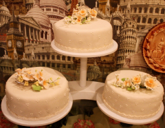 Аренда этажерки Каскад белый пластик на 3 торта